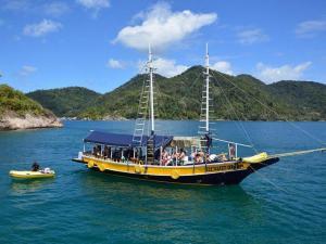 Passeio de Barco Paraty - Ilha do Algodão